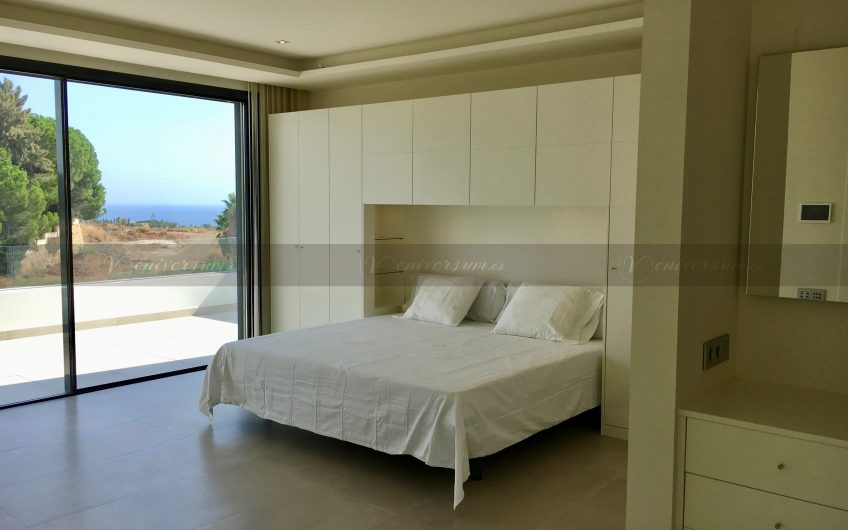 Modern and luxurious Villa to enjoy in Milla de Oro